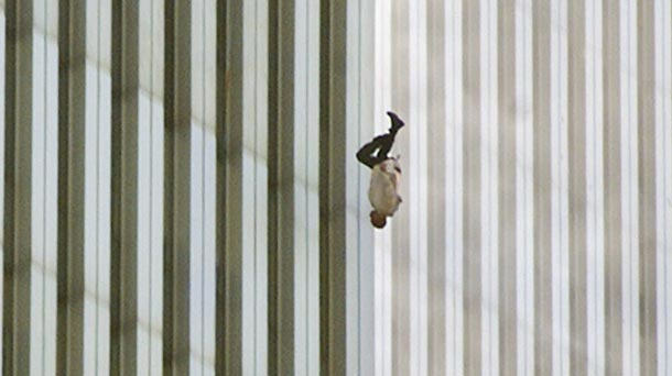 UNILAD TheFallingMan cropped5 Ten Powerful Images That Shook The World
