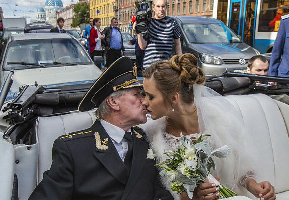UNILAD cree 48 Russian Actor, 84, Marries Woman 60 Years Younger Than Him