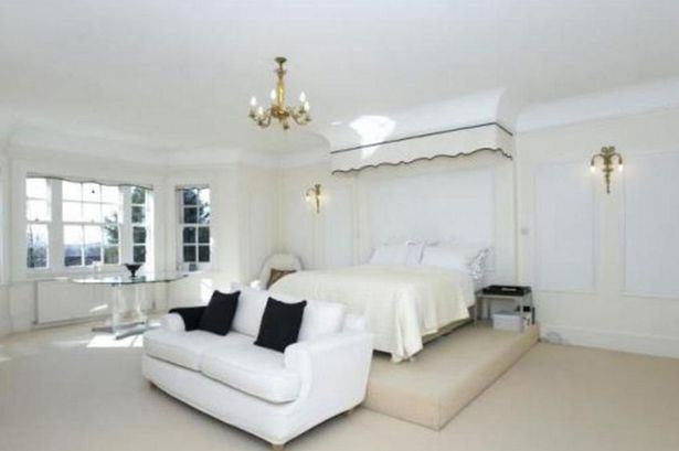 UNILAD gervais351 Heres A Glimpse Inside Ricky Gervais New £10Million London Mansion