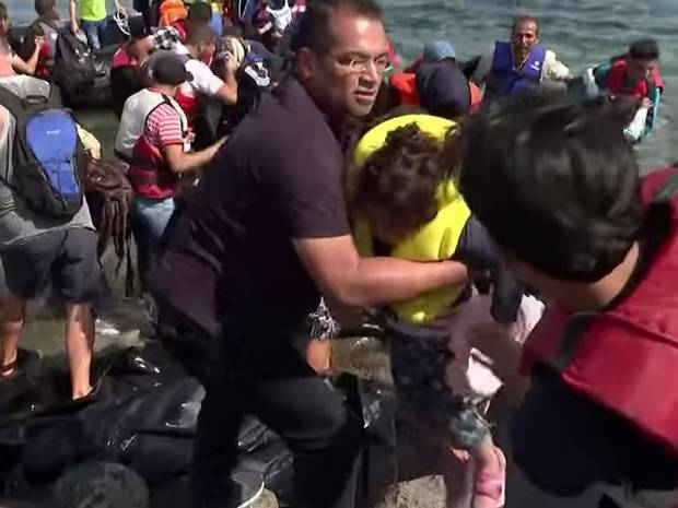 UNILAD kgm crop2 Krishnan Guru Murthy Stops Channel 4 News Report To Help Refugees Ashore