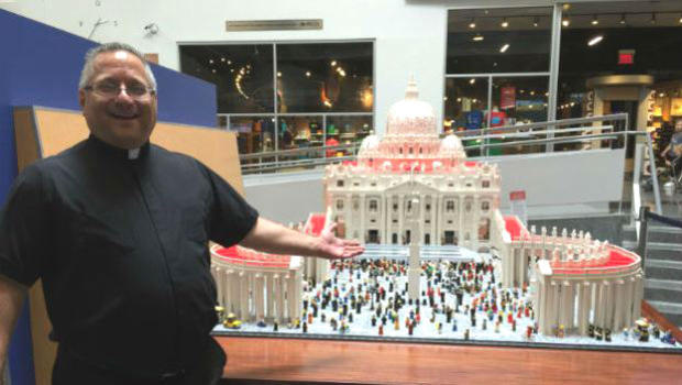 Priest Uses Over Half A Million Lego To Recreate The Vatican UNILAD lego27