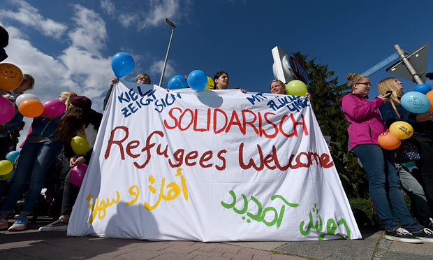 UNILAD ref6 Refugees Greeted By Cheers From Germans After Long Journey From Budapest