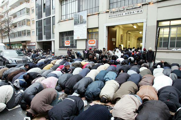 Petition With 100,000 Signatures Claiming Muslims Are Taking Over UK To Be Discussed By MPs anti immigration debate 1