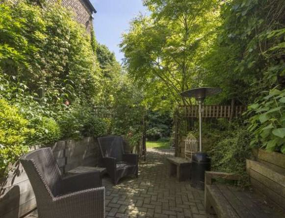 rickygervais lon132 Ricky Gervais Is Selling His London Gaff And Its NICE