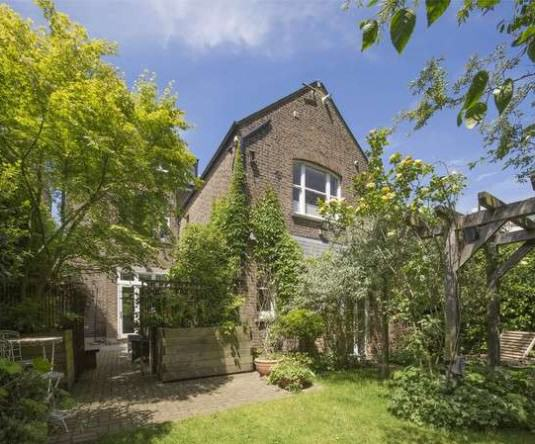 rickygervais lon142 Ricky Gervais Is Selling His London Gaff And Its NICE