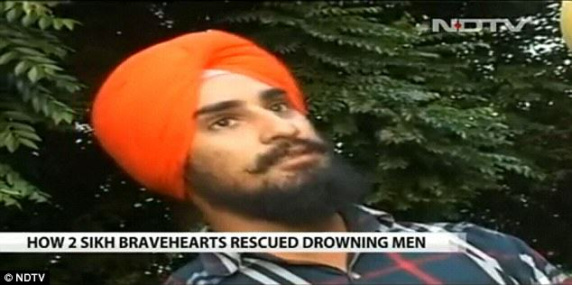 turban4 Heroic Sikh Men Used Turbans As Rope To Save Four Boys