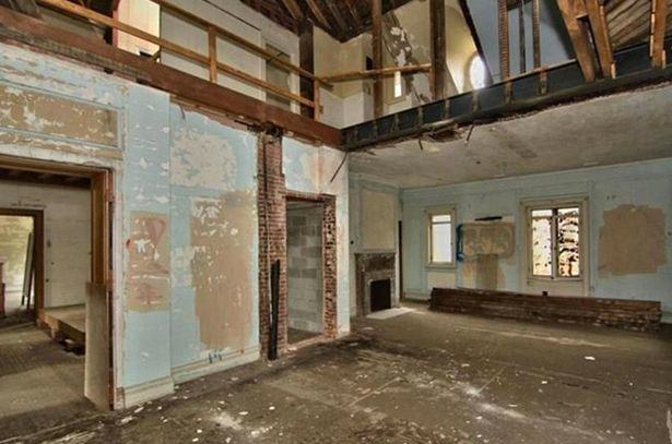 UNILAD Magnificent mansion of retail tycoon Charles Woolworth is now a ruin and on sale for just 295000 24 Rundown Mansion Of Woolworths Founder Could Be Yours For Less Than £200K