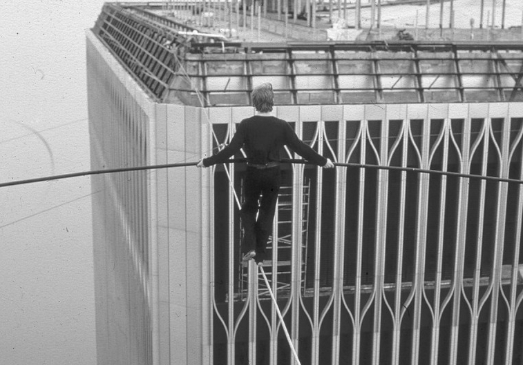 UNILAD Screen Shot 2015 10 13 at 01.01.026 Incredible Photos Show The Original Death Defying World Trade Center Walk