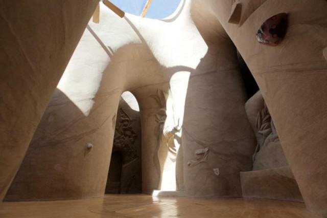 UNILAD cave88723 640x426 Lad Spends 25 Years In The Desert Carving Out Sandstone Caves
