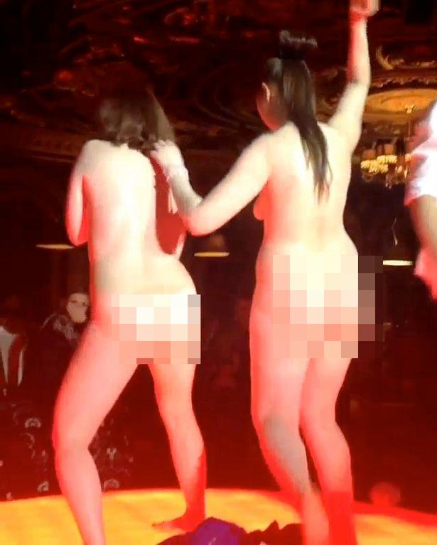 UNILAD cen16426 Two Women Strip Butt Naked In Nightclub To Win iPhone 5