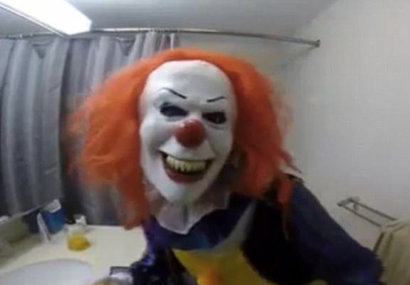 UNILAD evil clown WEB4 Girl Dresses As Clown And Chases Brother With Knife In Hilariously Cruel Prank