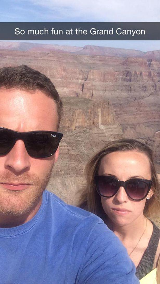UNILAD fun couple 117541 Couple Brilliantly Mock Those Instagram Couples Who Post Travelling Selfies