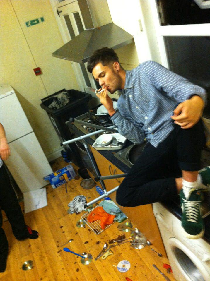 The UNILAD Guide To Dealing With Messy Housemates UNILAD marko messy housemate12