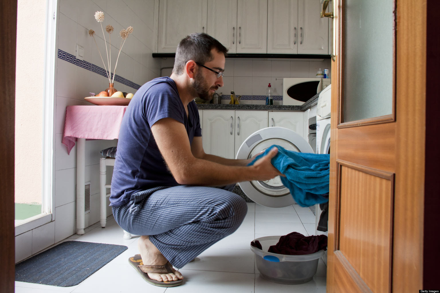 UNILAD o MAN DOING LAUNDRY getty6 Canadian Man Breaks Into House, Does Laundry And Feeds Cats