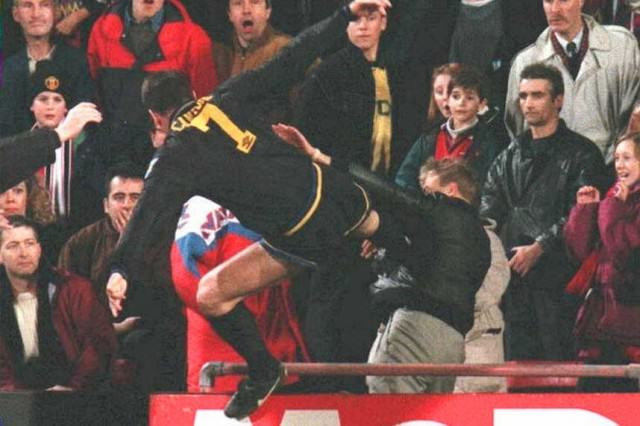 UNILAD Eric Cantona kung fu kick42521 640x426 10 Things Anyone Who Grew Up In The 90s Will Remember