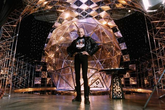 UNILAD Richard OBrien Crystal Maze presenter42825 640x426 10 Things Anyone Who Grew Up In The 90s Will Remember