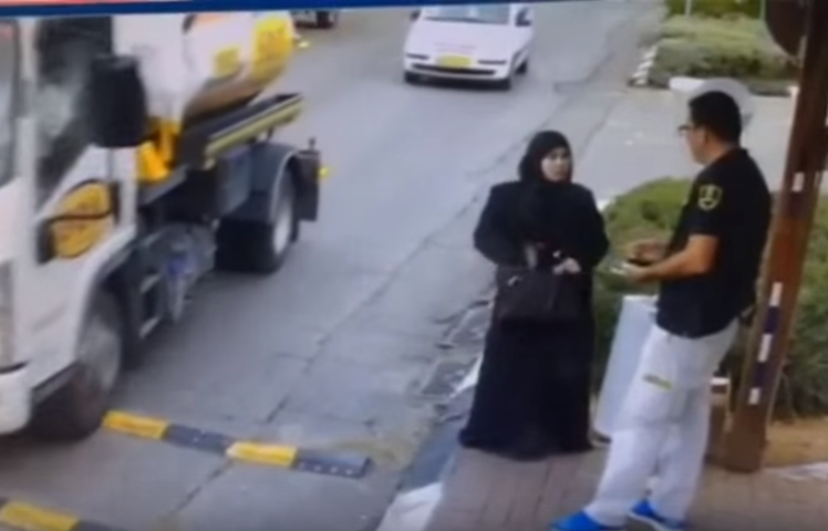 Palestinian Woman Attempts To Stab Security Guard UNILAD Screen Shot 2015 11 09 at 1.56.16 pm37304