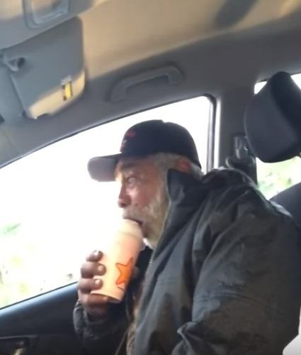Homeless War Veteran Moved To Tears After Strangers Kind Act UNILAD homeless 318969