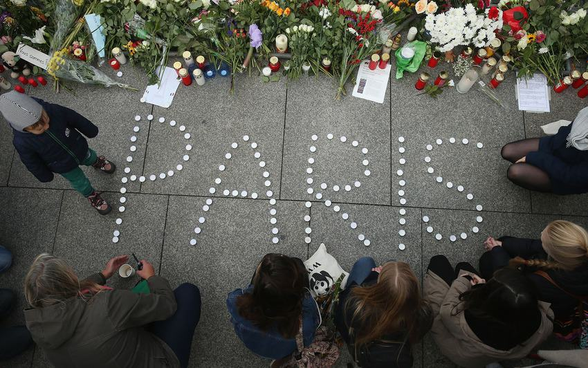 UNILAD paris memorials 259559 Heres How Cities Around The World Mourned And Memorialised The Paris Attack Victims