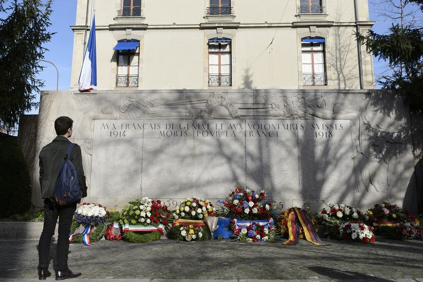 UNILAD paris memorials 829597 Heres How Cities Around The World Mourned And Memorialised The Paris Attack Victims