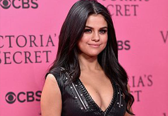 UNILAD selena mansion WEB70103 Stalker Threat Forces Selena Gomez To Put Her $4.5 Million Mansion Up For Sale
