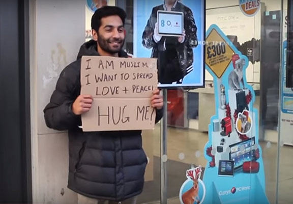 muslim hug WEB A British Muslim Offered Free Hugs To People, This Is What Happened