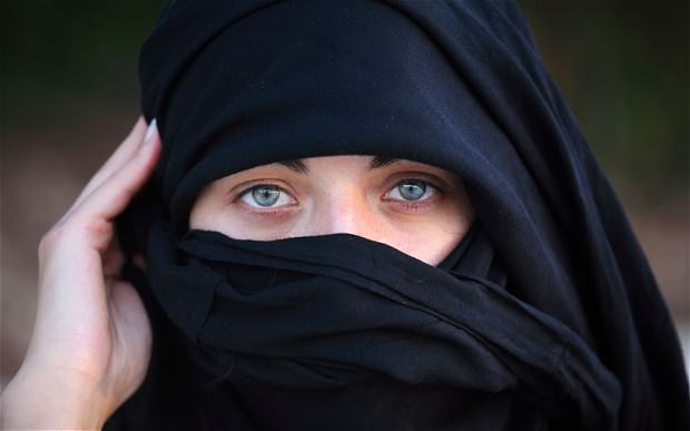Saudi Woman Convicted Of Adultery Gets Death Sentence, Partner Gets 100 Lashes stoning2