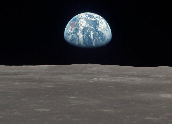 moon no stars Eight Reasons People Are Convinced The Moon Landings Were A Hoax