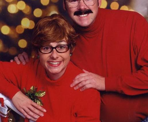 Couples 10 Awkward Christmas Card Photos Might Just Make Your Day xmas3 515x426