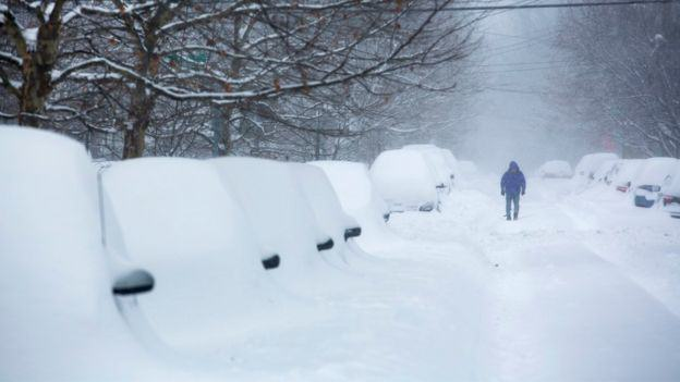 Internet Reacts To Snowstorm Bringing The U.S. East Coast To A Standstill 87870594 8e4f69a5 9654 4d43 b408 32403e3eba82 1
