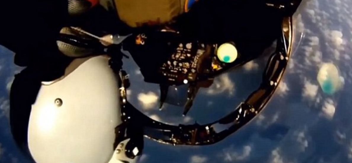 Screen Shot 2016 01 01 at 13.10.01 Incredible Cockpit Footage Shows Fighter Jet Pilots Performing Amazing Tricks