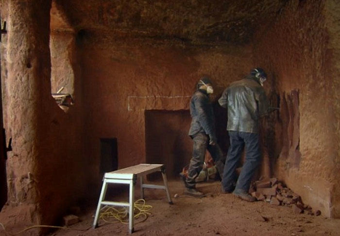 Real Life Caveman Converted 250 Million Year Old Cave Into Incredible Home cave1