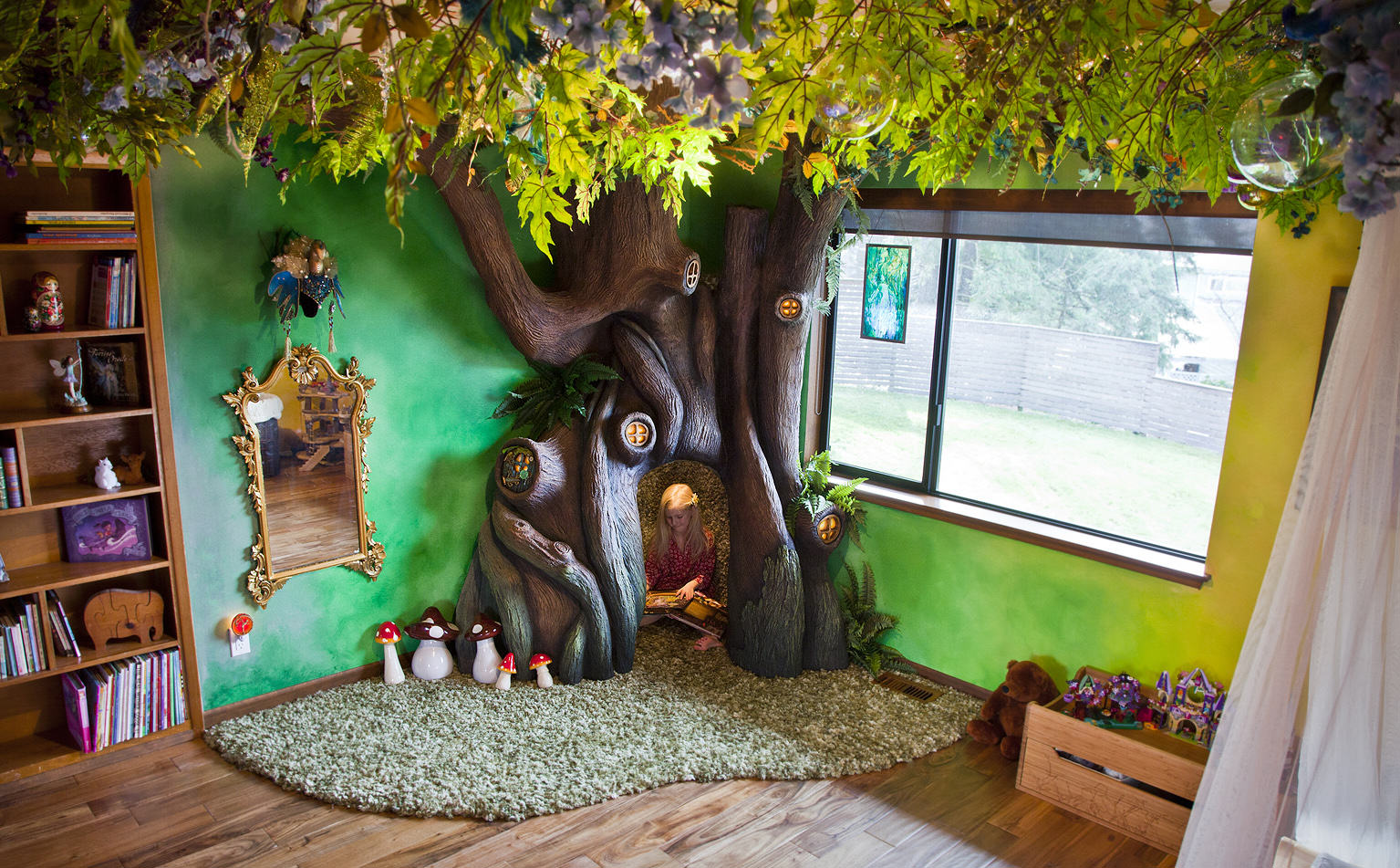 nAkXfzE This Dad Transformed His Daughters Bedroom Into A Magical Treehouse Kingdom