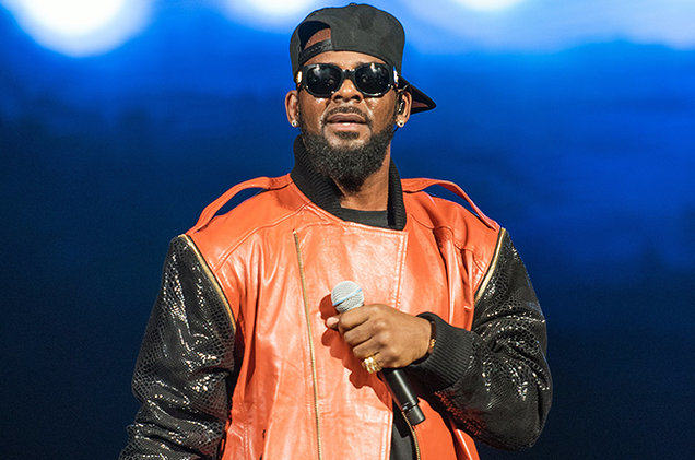 r kelly performance sept 2015 billboard 650 R Kelly Has Weighed In On The Bill Cosby Sex Assault Claims