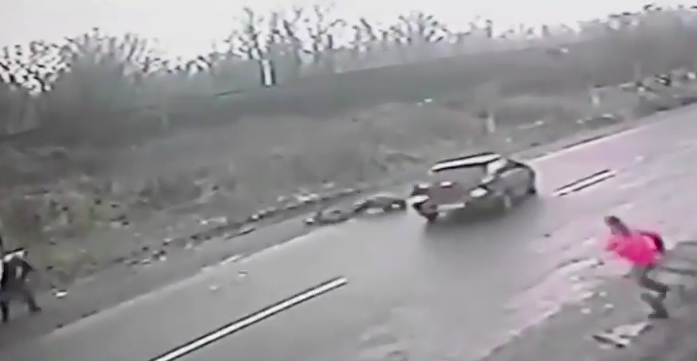 Screen Shot 2016 02 24 at 13.07.50 Dramatic Footage Shows Hero Dad Save Son From Speeding Car