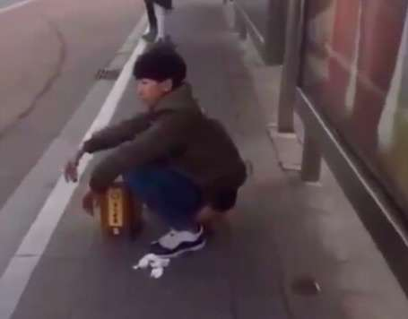 busstop Man Does Something Unbelievably Grim At Bus Stop In China