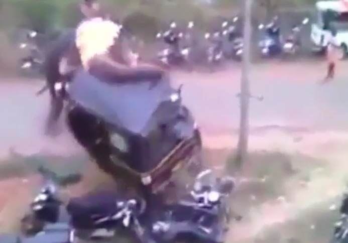 elephant2 1 Angry Elephant Smashes Up Vehicles During Raging Rampage
