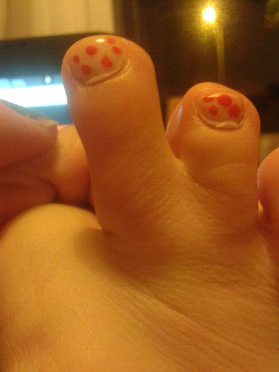 foot 3 Girl Freaked Out When She Stumbled Across Pictures Of Her Feet Online