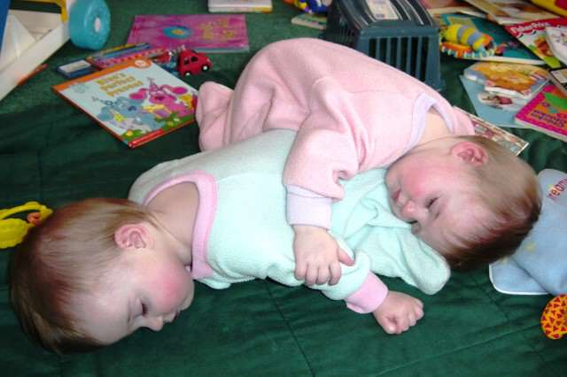 Being a twin means you always have a pillow or blanket handy 640x426 Mum Shocked To Discover Her Twins Have Different Dads
