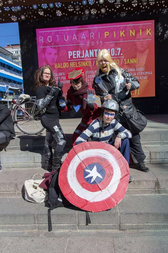 EoAw9Vz These Sh*tty Cosplay Photos May Be The Funniest Thing Weve Seen Today