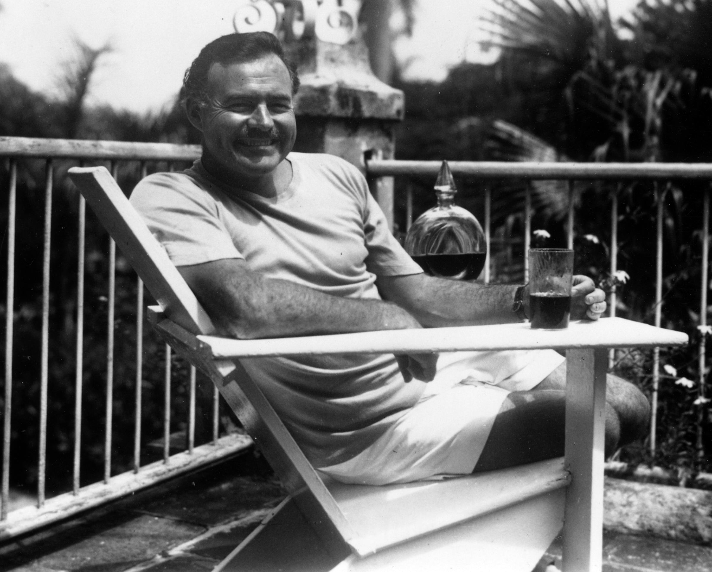 Ernest Hemingway at the Finca Vigia Cuba 1946 1 These Are The Four Types Of Drunk People, Which Are You?