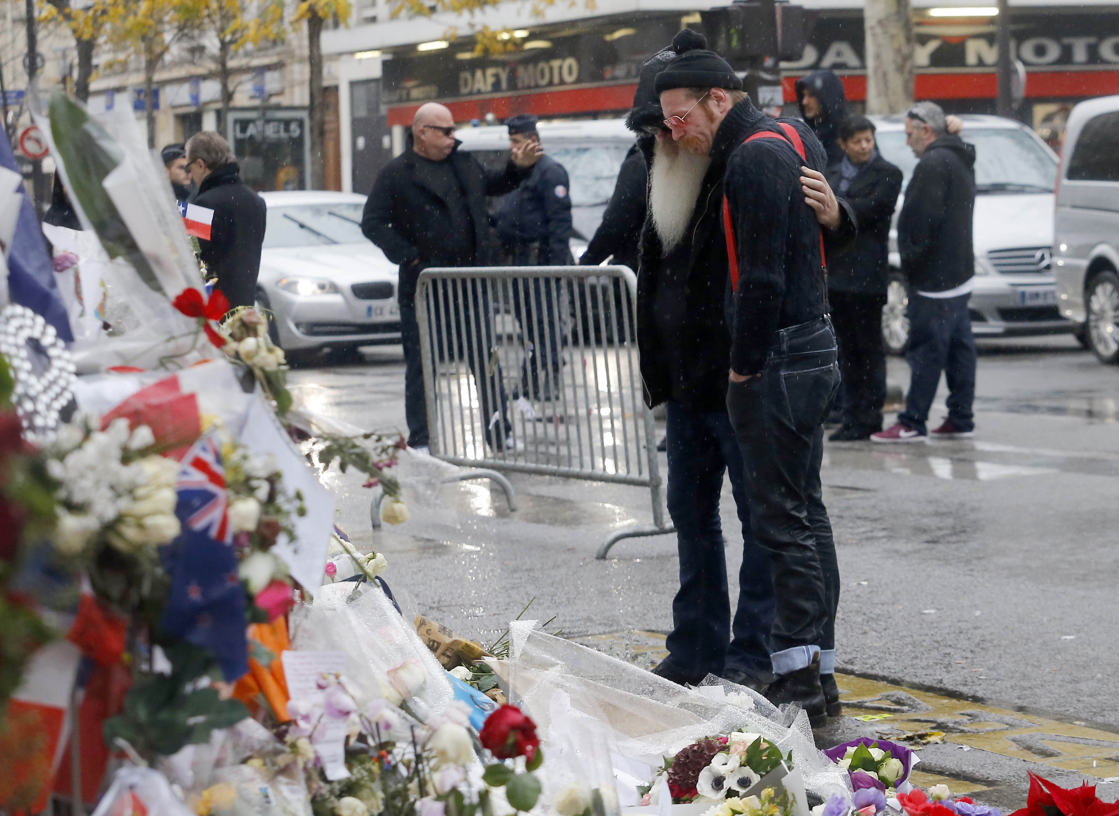PA 24980402 Eagles Of Death Metal Claim Bataclan Security Guards Knew About Attack
