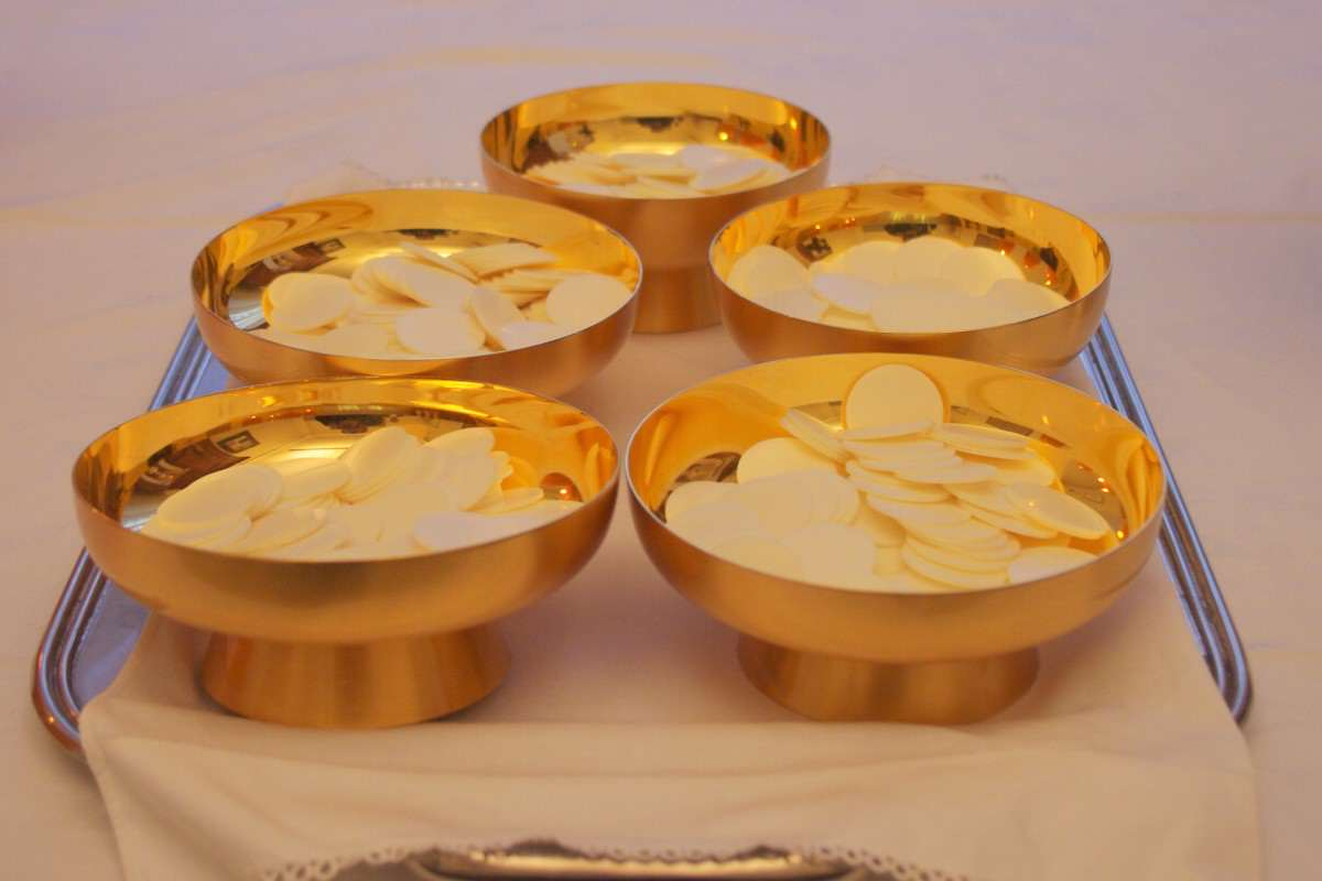 Patens with communion wafers 1200x800 The Pope Is Joining Instagram, What Can We Expect?