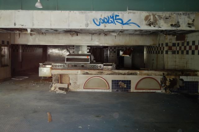 This Abandoned Floating McDonalds Is Creepy As F*ck a761a0f156ddfac5c8d490dc87afb66a 640x426