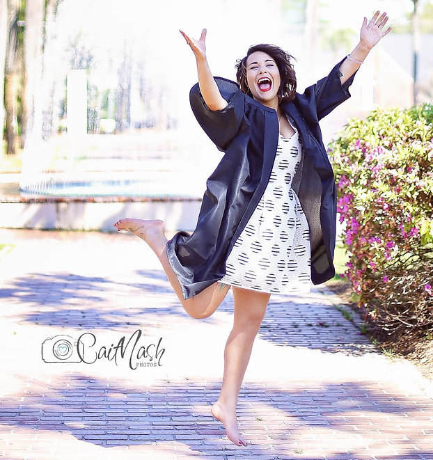 This Girls Attempt At A Jump For Joy Graduation Photo Ends In Disaster enhanced 5431 1458856322 1