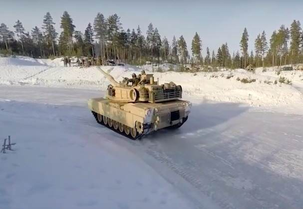 tanks4 U.S Marines Have Been Learning To Drive Tanks In Extreme Snow