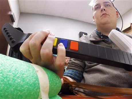 3048654 460x Brain Implant Lets Paralyzed Man Move Fingers And Play Videogame