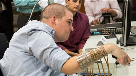460x Brain Implant Lets Paralyzed Man Move Fingers And Play Videogame