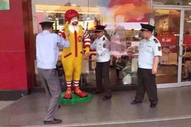 5d46185ab2cb4f6099ef35b674009da5 640x426 BREAKING: Ronald McDonald Arrested