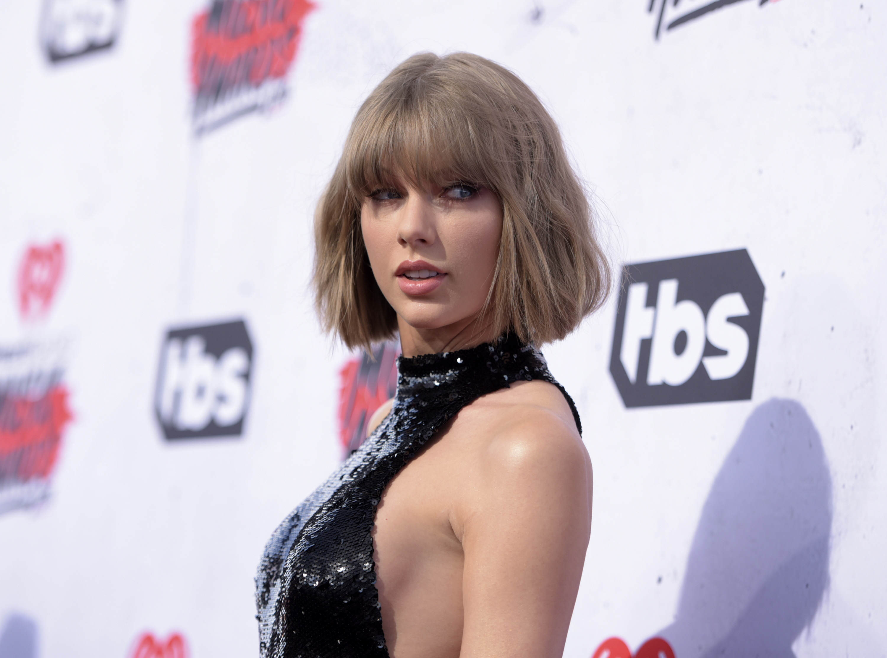People Are Accusing Taylor Swift Of Getting Bum Implants Because Of This Photo PA 25975933